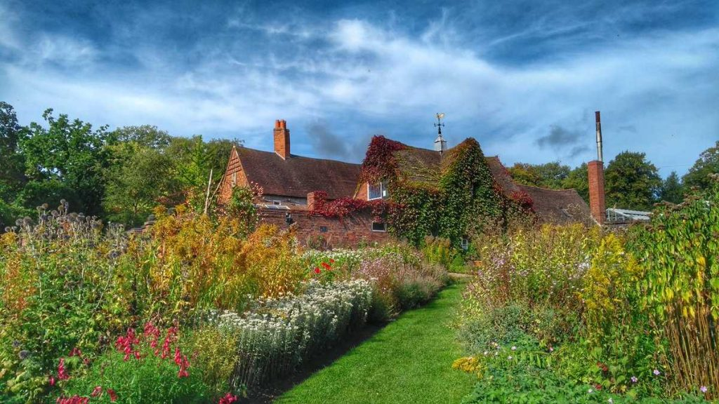 Winterbourn House and Garden by Barry Whitehead